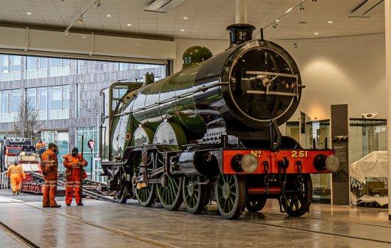 Locomotive 251