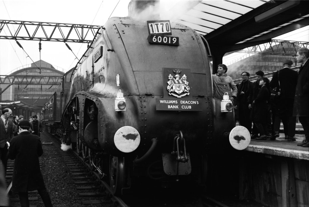 Black and white image of LNER Class A4 4464 Bittern