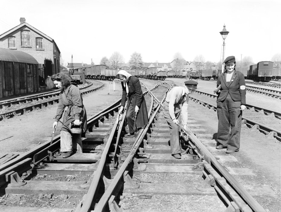 Women workers oiling points on the Great Western Railway at Reading, Berkshire, 20 April 1943.