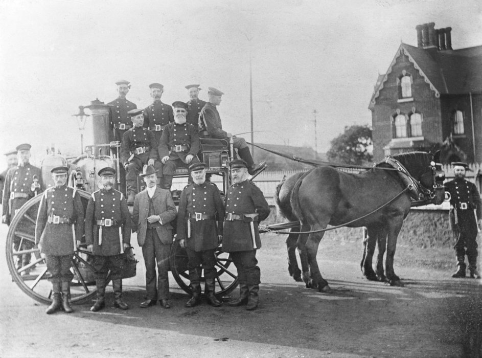 Firemen and fire fighting equipment at Swindon railway works, 1901