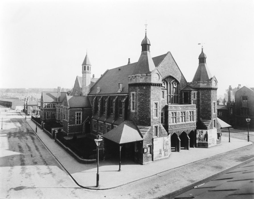 Swindon Railway Mechanics Institute, an imposing Victorian building, photographed in 1931.